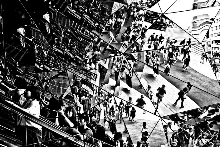 An escalator in Harajuku surrounded with a diamand of mirrors. Street photography by Victor Borst